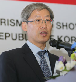 Vice Minister of Culture, Sports and Tourism Cho Hyun-jae speaks at the forum.