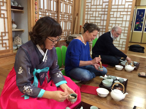 Trying traditional tea ceremony [12.11.2014]