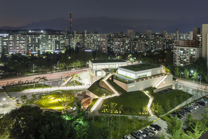 Night view of the Buk Seoul Museum of Art in Junggye-dong, Nowon District, northeastern Seoul (photo courtesy of SeMA)