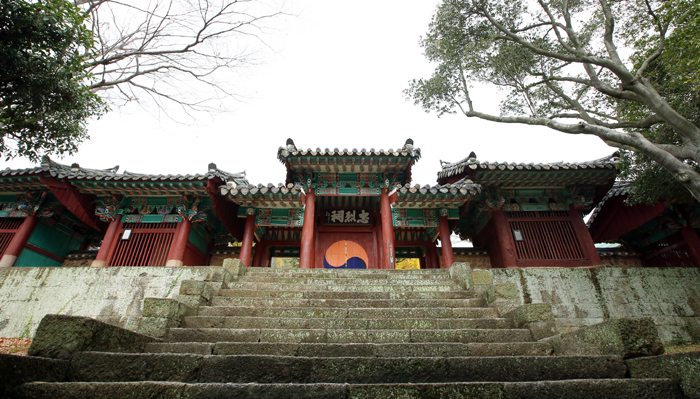 The Tongyeong Chungryelsa is a shrine built in 1606 in Tongyeong, Gyeongsangnam-do, to honor historic deeds by Admiral Yi Sun-sin.